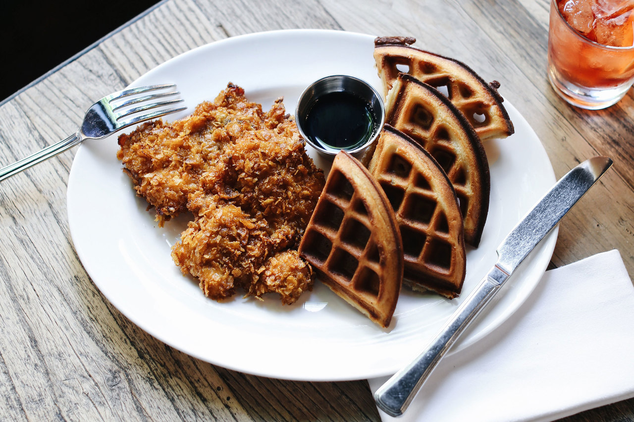 Plat of fried chicken and waffles